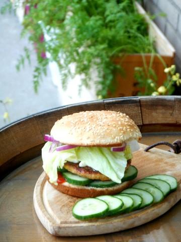 Homemade Vegaburger van kikkererwten