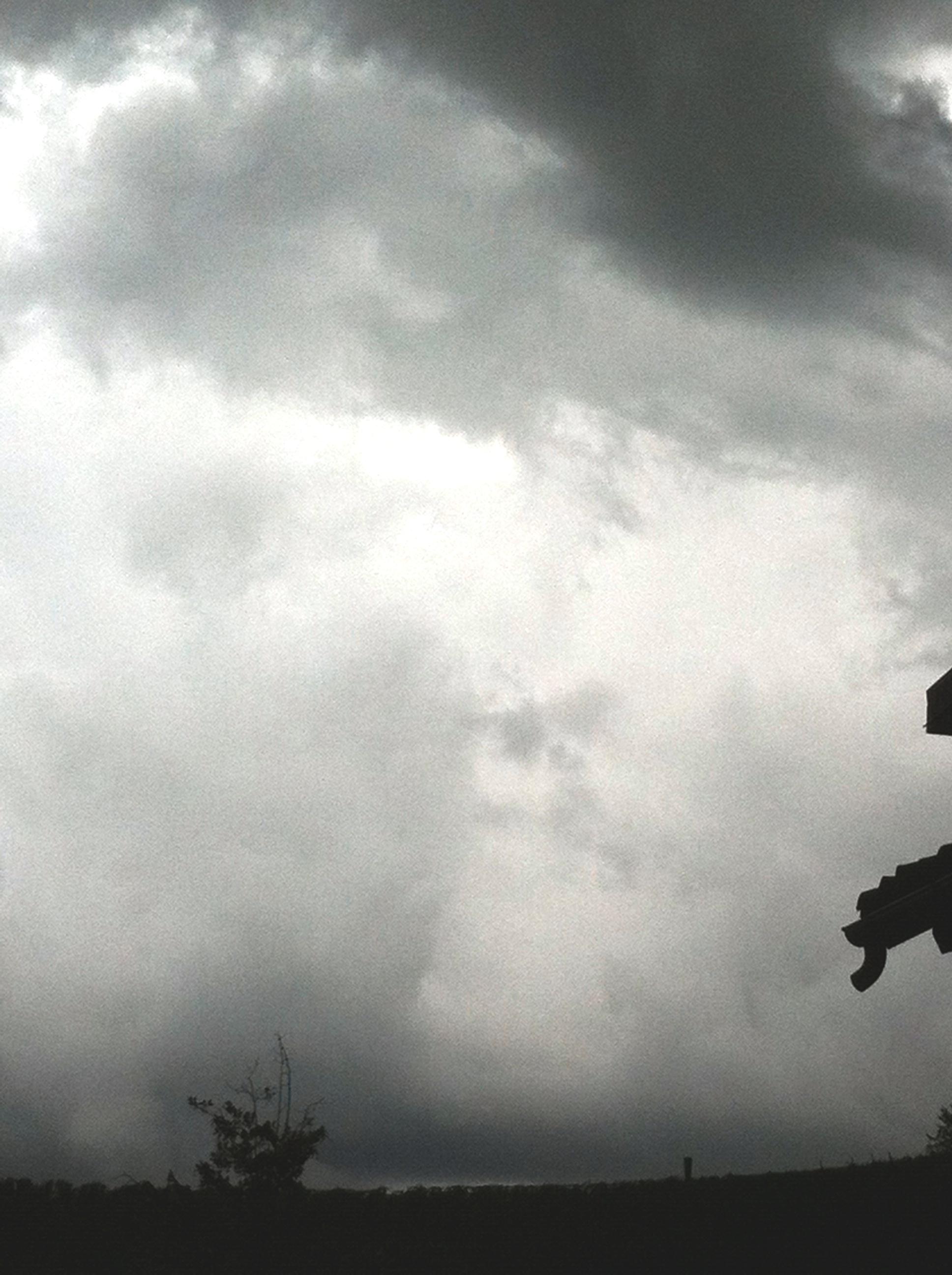 Anti-hagelkanonnen op een bergkam in het Roero gebied