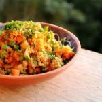Gebakken rijst met sriracha