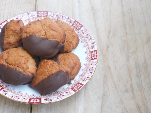 Pastinaakkoekjes met pure chocolade