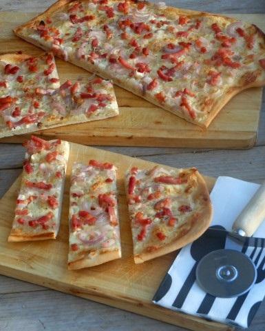 Zelf flammkuchen maken! Met een heel simpel recept om zelf je deeg te maken.