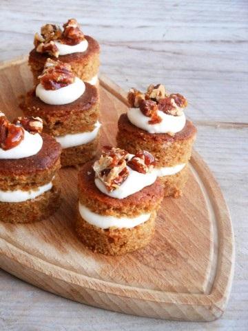 Worteltaartjes met Stroh rum roomkaas en salted caramel pecannoten (Small)