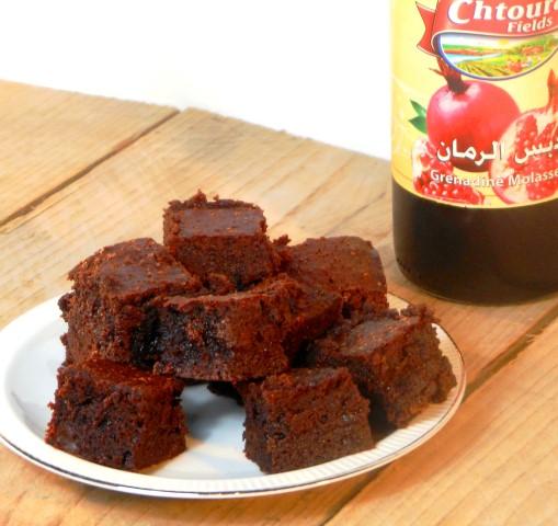 Brownie met granaatappelmelasse