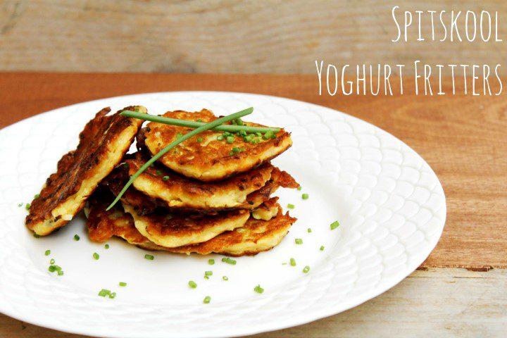 Spitskool fritters met Griekse yoghurt