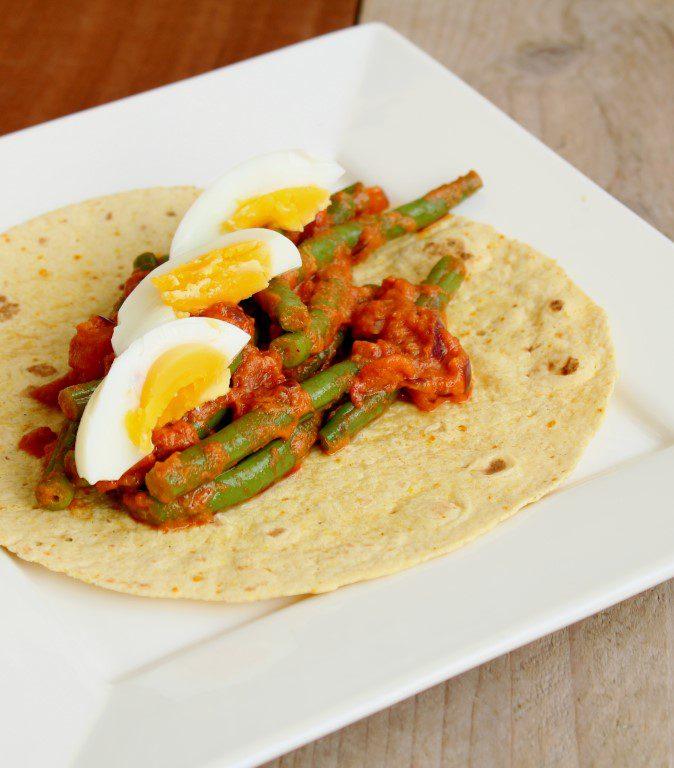 Vegetarische wrap met curry, sperziebonen en gekookt ei. Simpel maar superlekker! :)