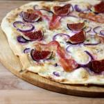 Flammkuchen met vijgen - Met een handig recept om je eigen deeg te maken!