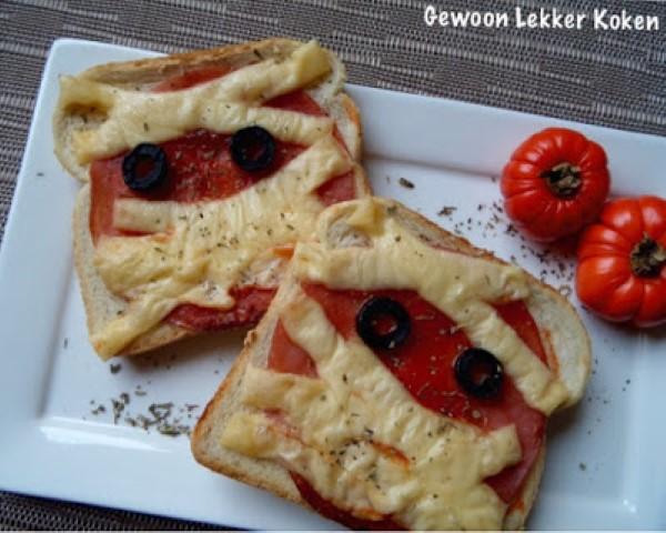 Halloween Hapjes: mummie tosti