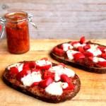 Speltbrood met tomatentapenade & mozzarella