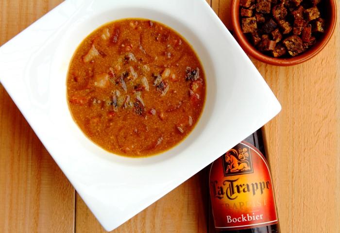 Soep met bockbier en roggebrood croutons