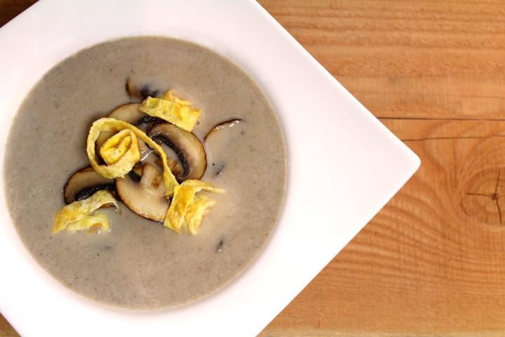 Kastanjechampignon soep met omeletreepjes