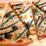 Pizza met groene asperges en kwarteleitjes
