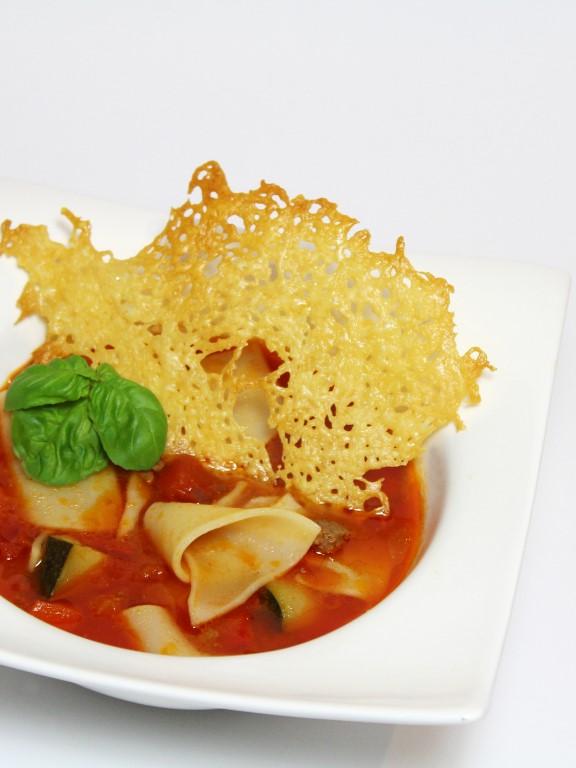 Zin in een lekker soepje? Maak dan eens deze Lasagna soep! Gemakkelijk, snel en simpel! :D