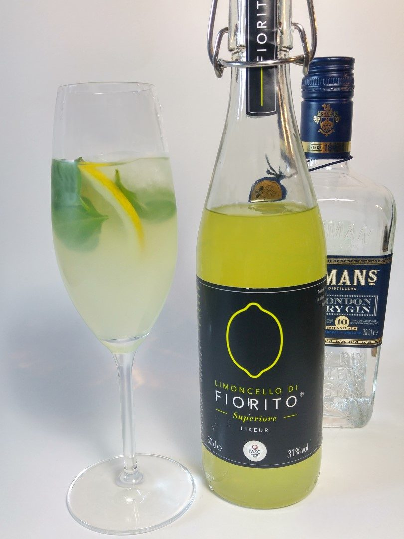 Fiorito Limoncello & Gin Cocktail met verse basilicum