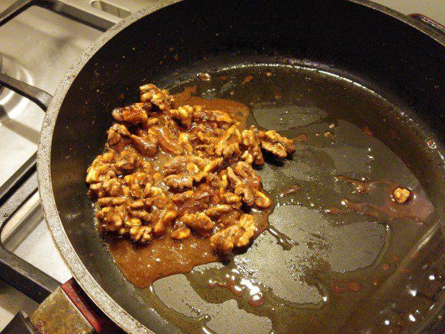Gekarameliseerde walnoten met zeezout (3)