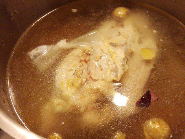 Noedelsoep met kip (met zelfgemaakte kippenbouillon)