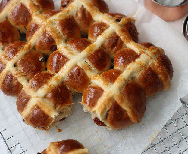 Hot Cross Buns - Paasbrood maken: Een overzicht van Nederlandse foodbloggers!