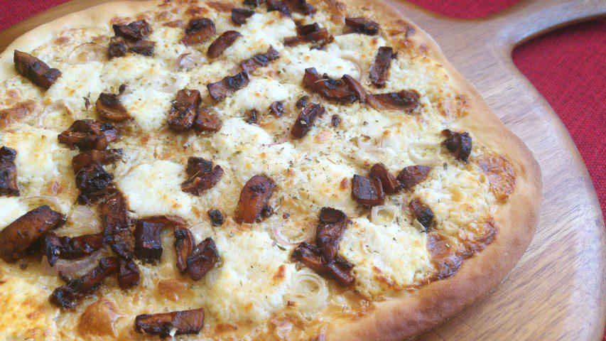 Pizza met geitenkaas & balsamico champignons