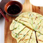 Koreaanse pannenkoek (pajeon) met dip