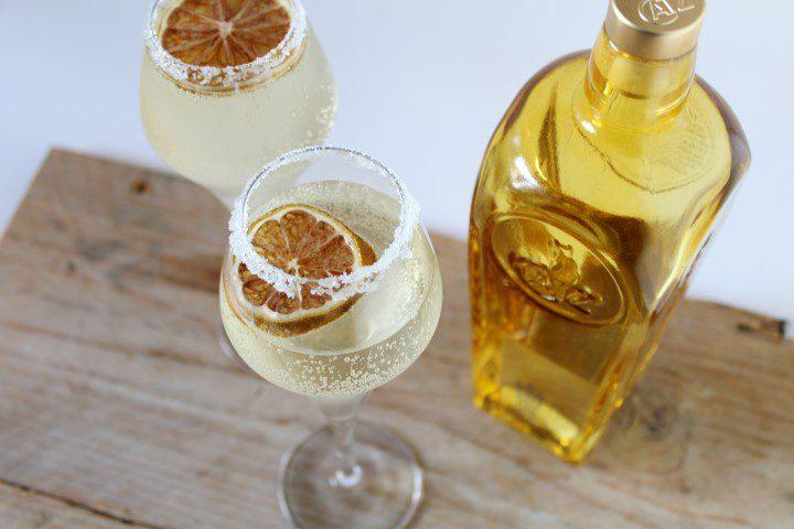 Cocktail met vlierbloesem, gin en prosecco!