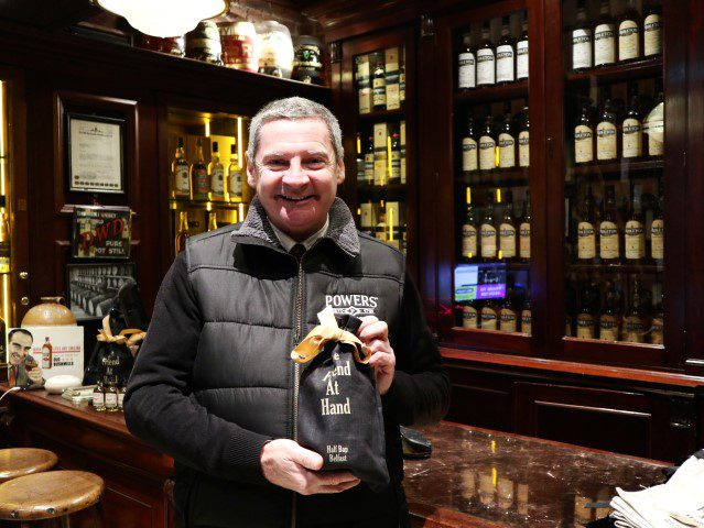 De smaken van Noord-Ierland - whiskey winkel The Friend at Hand