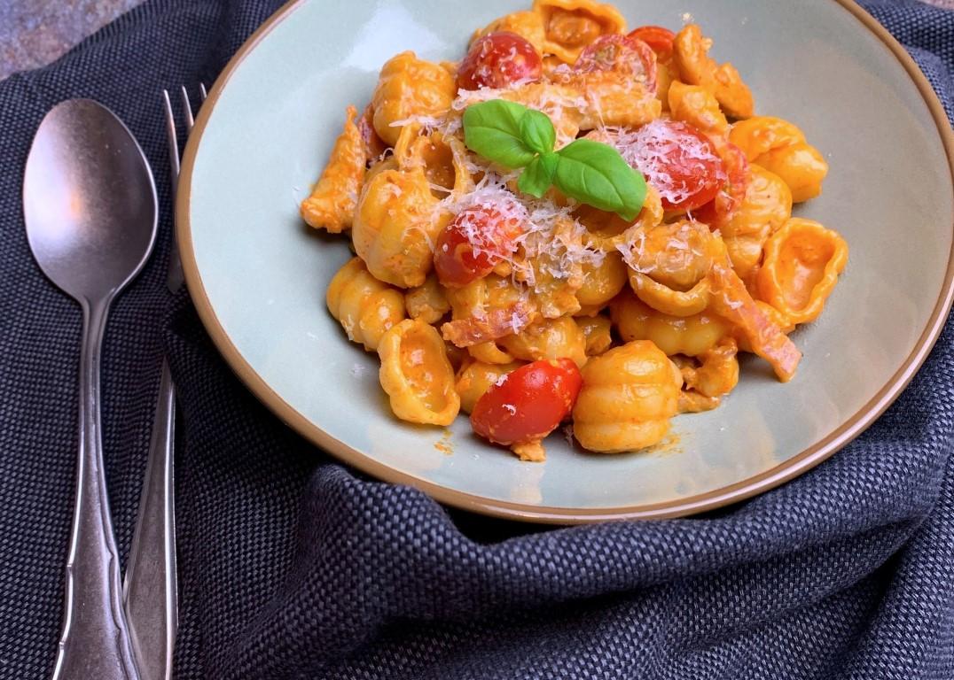 Pasta kip met tomatensaus - Lekkere pasta recepten - simpel voor elke dag