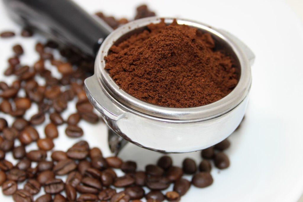 Thuis goedkoper koffie drinken? Zo doe je dat!