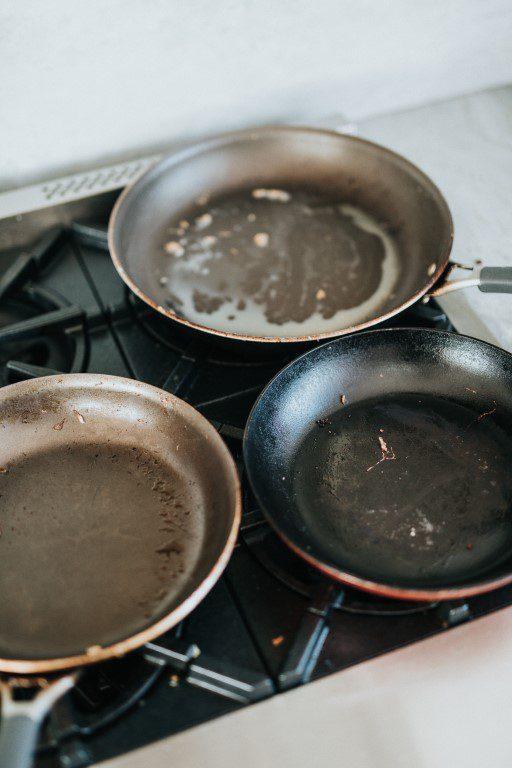 Aangekoekte pannen schoonmaken