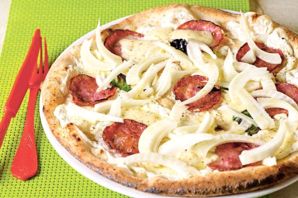 Pizza al finocchio - Pizza met venkel en salami