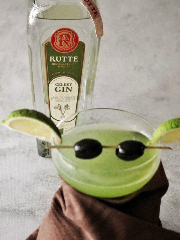 Baby Yoda cocktail - Basil Smash - Rutte celery gin