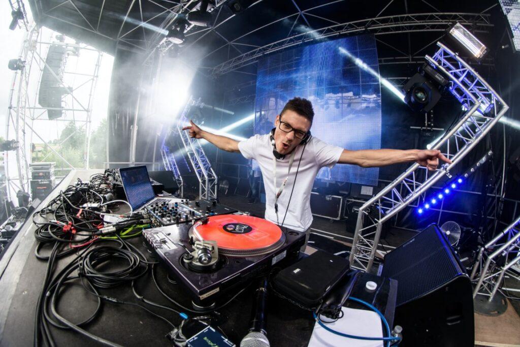 DJ spelen op spotify