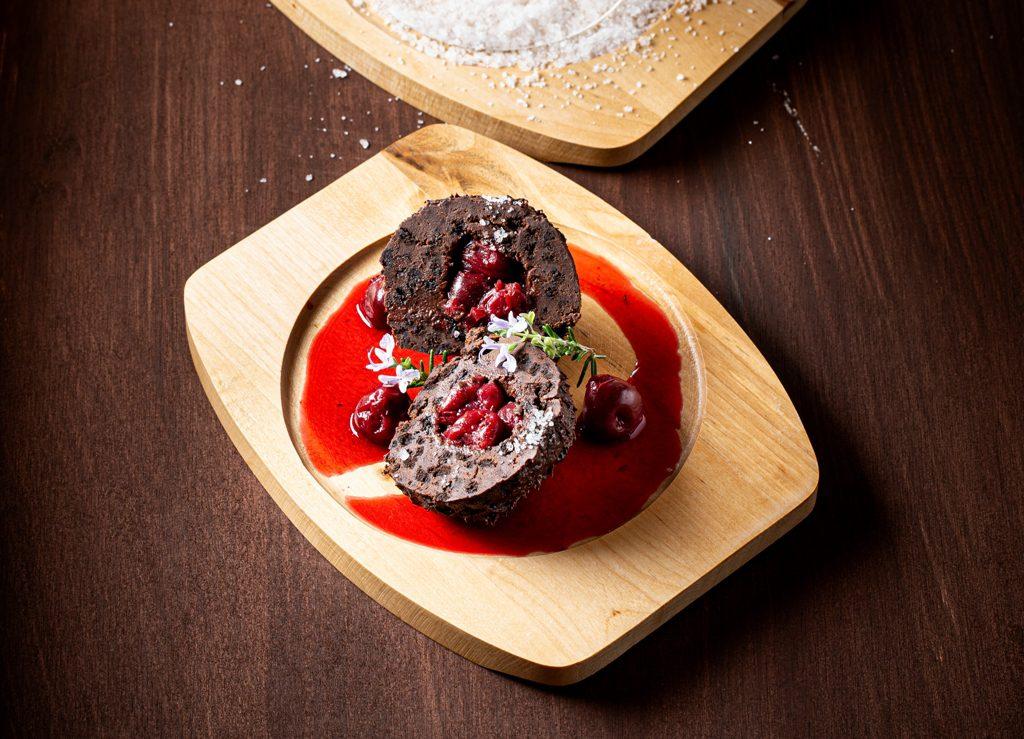 Chocolade dessert met gin en kersen
