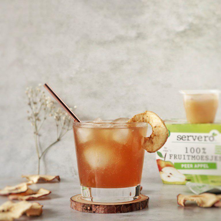 Cocktail met appelmoes en rum