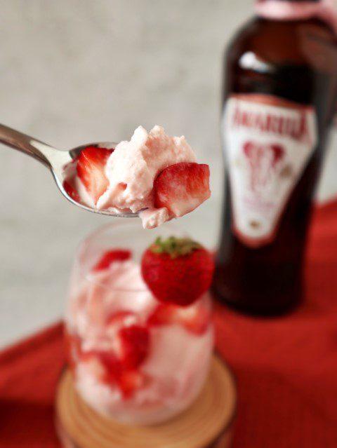 Yoghurtijs met aardbeien en Amarula Raspberry Chocolate Baobab