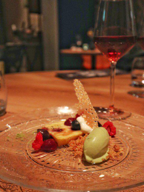 clafoutis met rood fruit en matcha ijs
