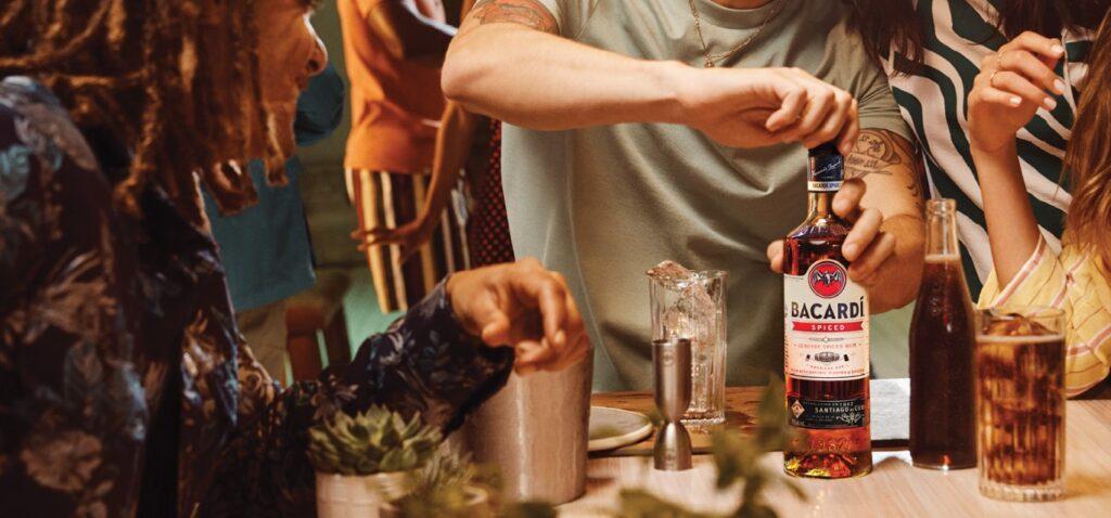 Altijd zomer met deze BACARDÍ Spiced cocktails