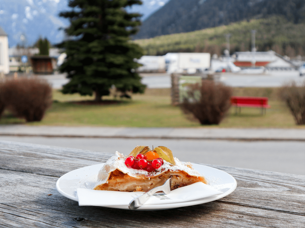Apfelstrudel eten in Landhotel Stern (Obsteig)